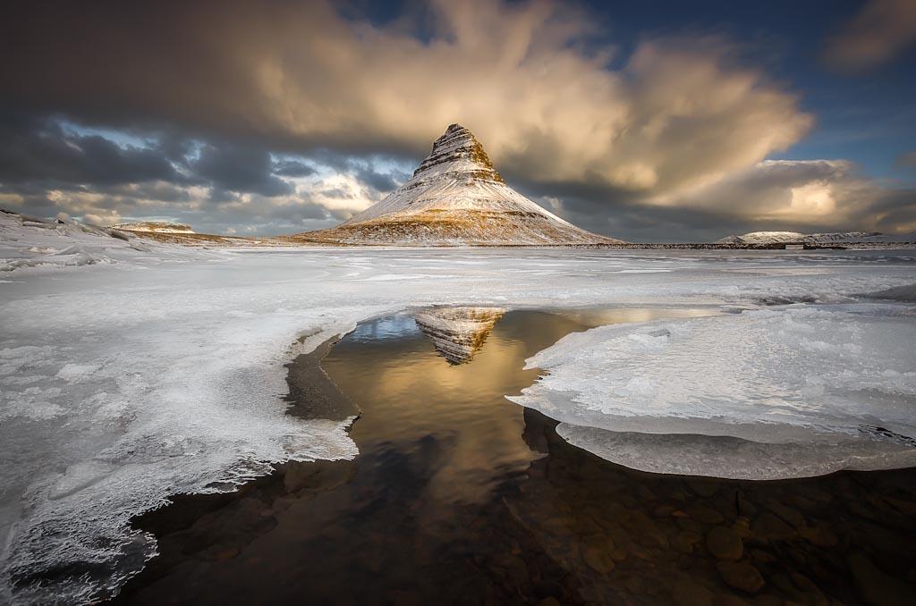 Il bagliore sulla Mountain Church Kirkjufell – Islanda Photo © Alban Henderyckx (Francia)