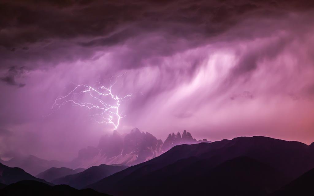 Cortocircuito in montagna Le cime delle Odle – Dolomiti, Italia Photo © Georg Kantioler (Italia)