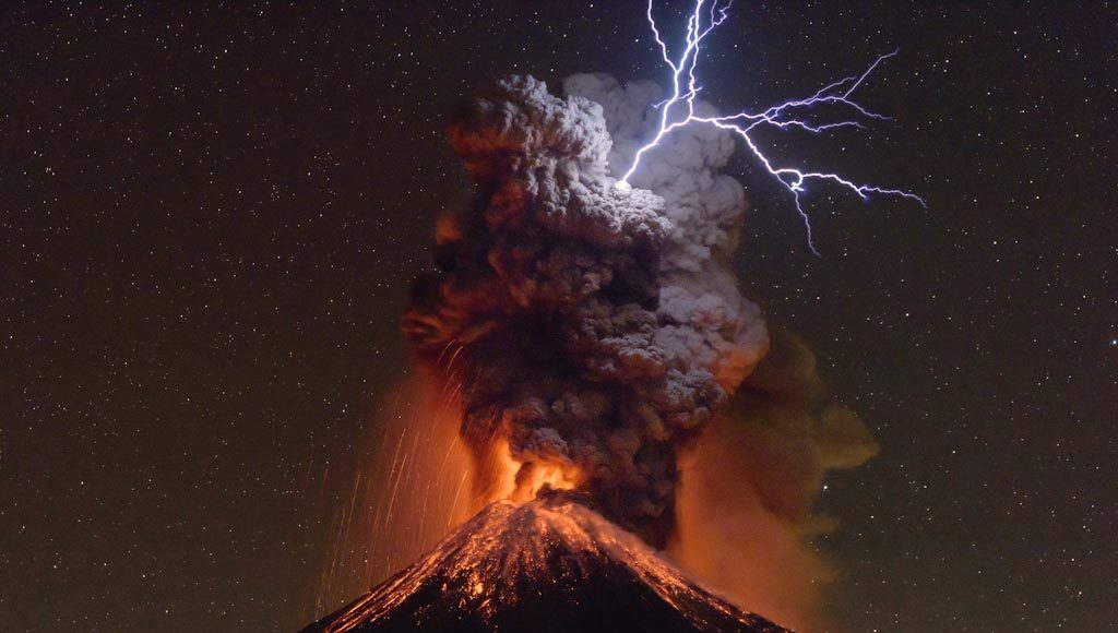 Light belongs to Heaven Colima Volcano – Mexico Photo © Sergio Tapiro Velasco