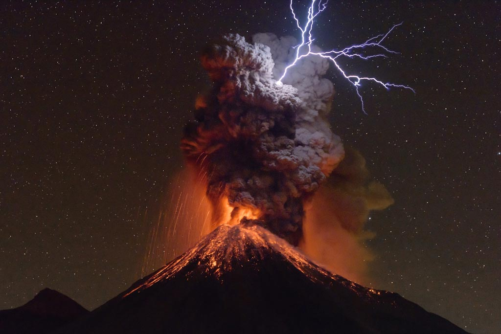 Light belongs to Heaven Colima Volcano – Mexico Photo © Sergio Tapiro Velasco