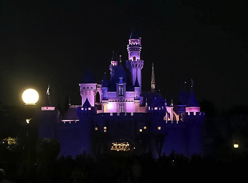 castello di notte disneyland