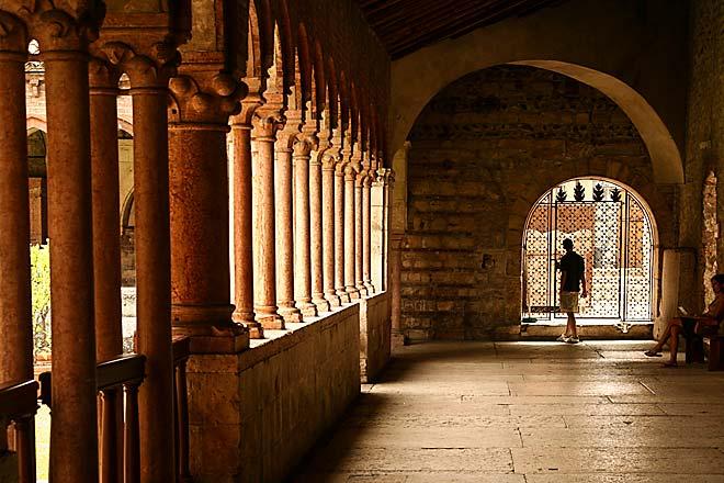 il portico di una chiesa a Verona
