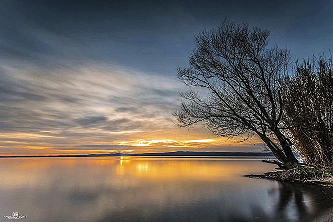 Lago di Bolsena al tramonto © Andrea di Sorte