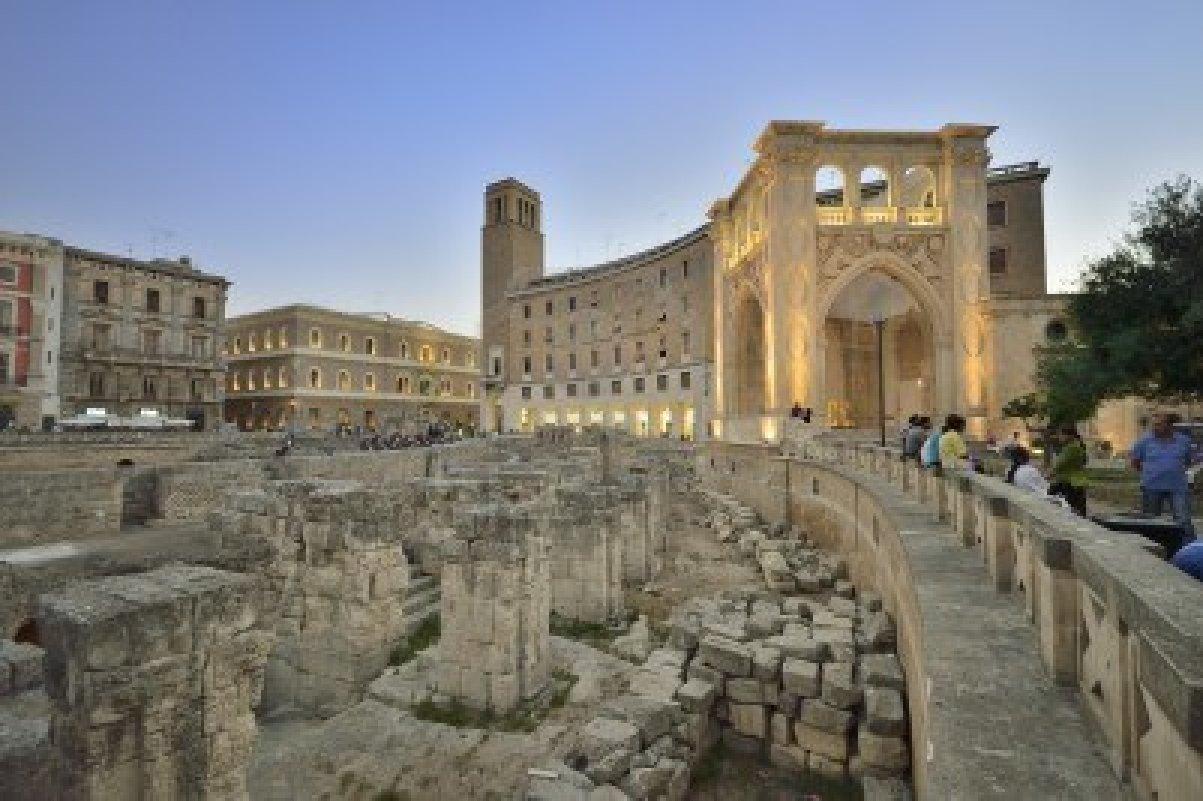 Lecce, Sedile e Anfiteatro in Piazza Sant'Oronzo
