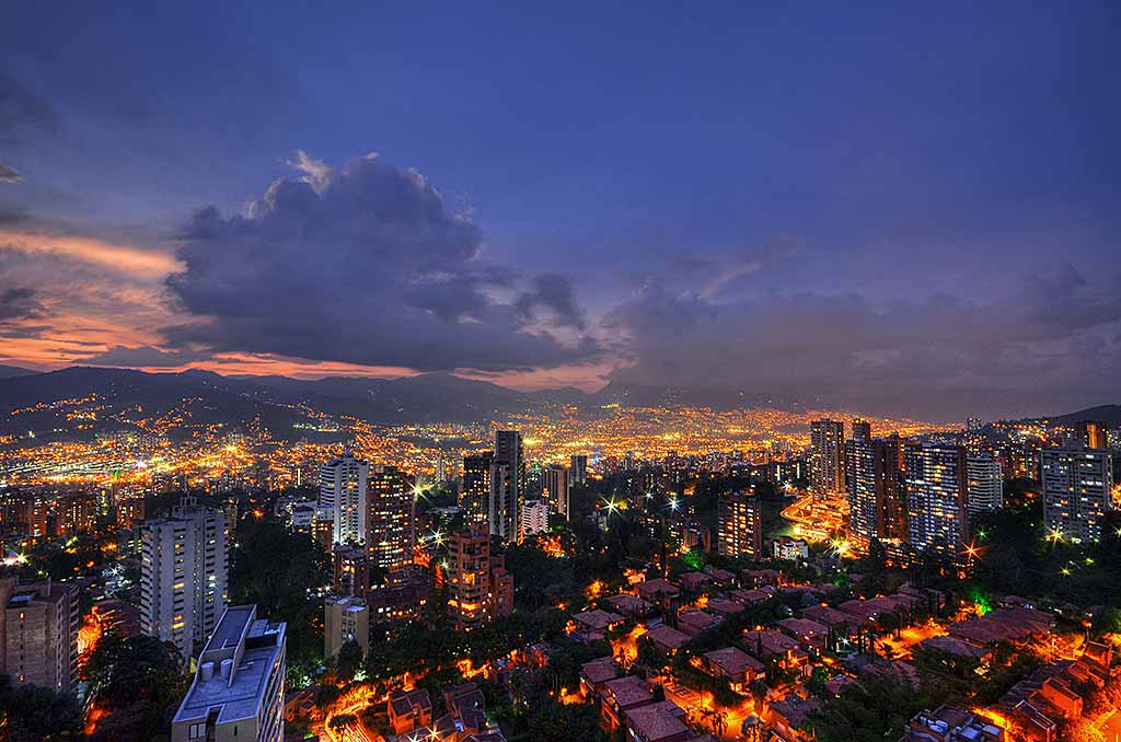 medellin-notte-panorama