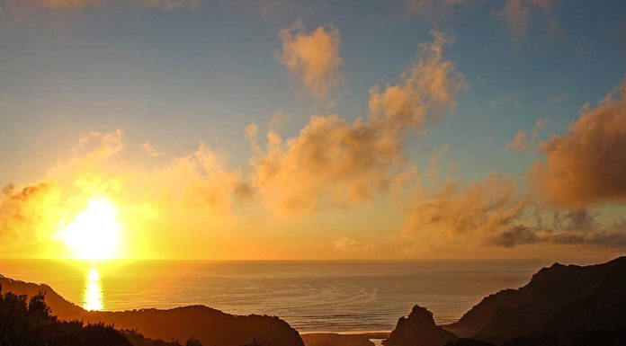 nuova-zelanda-Karekare Beach
