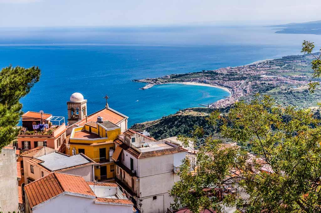 Castelmola-sicilia-panorama-su-taormina