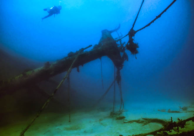 shutterstock_16354261_Shipwreck off the British Virgin Islands